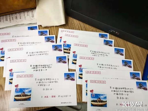 """邯郸市千余少先队员与新疆、西藏各族少年儿童<br>开展""""手拉手一起学贺信""""活动"""