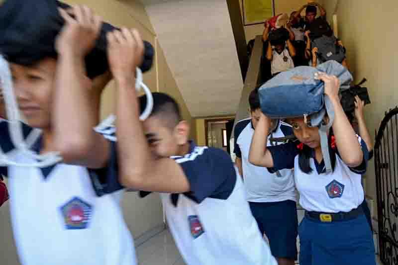 巴厘岛学生参加地震与海啸演习