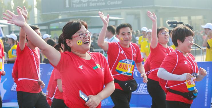 【高清组图】直击2019衡水湖国际马拉松赛 2万余名参赛选手点燃赛道