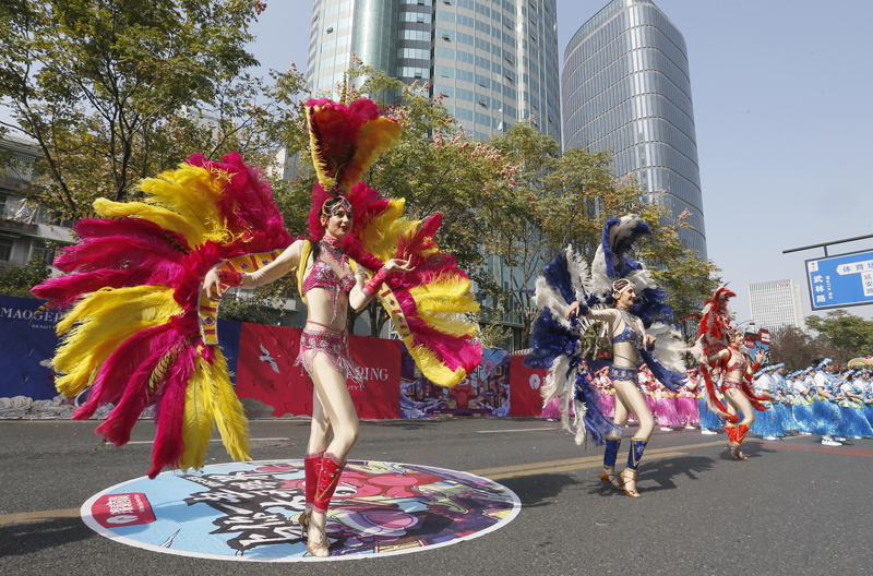杭州举行一年一度武林大巡游 拉开双11购物狂欢序幕