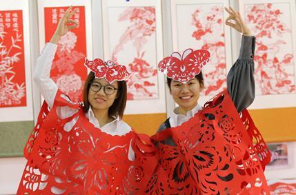 河北平乡:剪纸服饰展现非遗之美