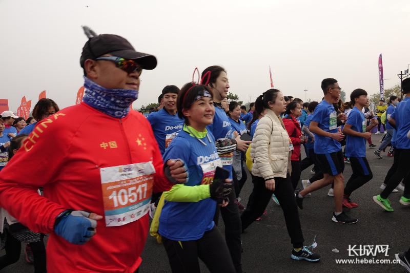 河北省十公里超级联赛总决赛开跑