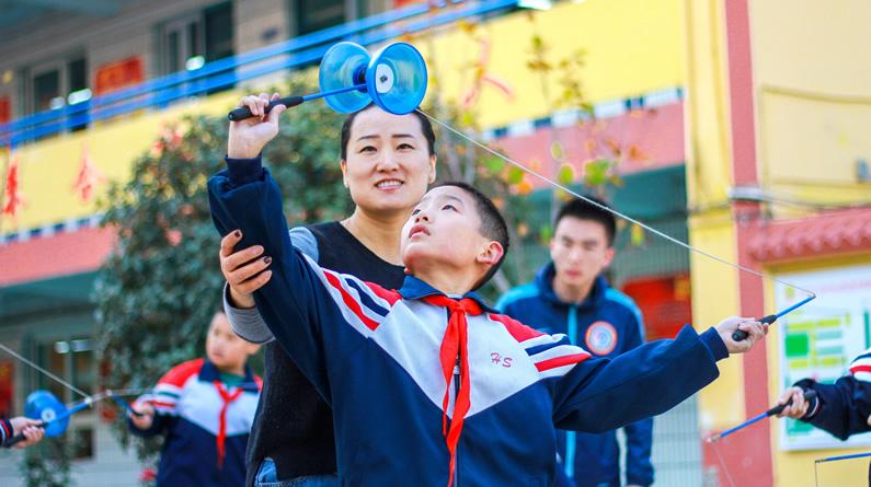 """河北邯郸:""""家庭体育""""让学生家长共享快乐健康"""