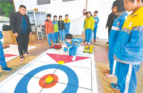 武强县积极开展冰雪运动进校园活动