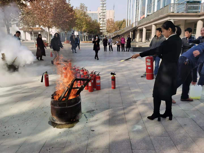 """衡水学院图书馆开展""""安全校园,预防为主""""的消防演练活动"""