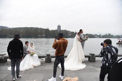 杭州:雷峰塔下長橋成婚紗照熱門取景地