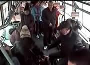 老人晕倒,公交狂奔送医院