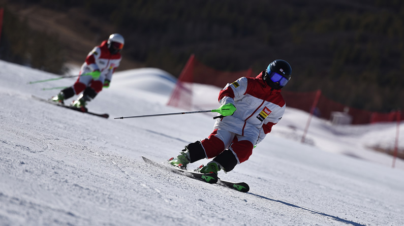 參與滑雪訓練 放飛冰雪夢想