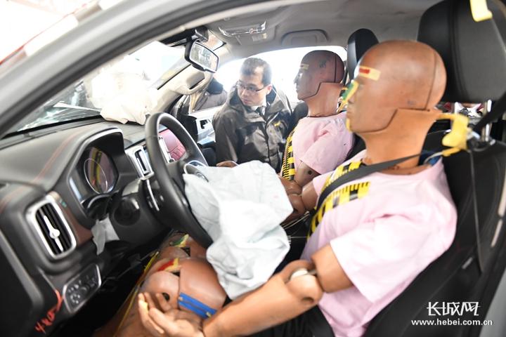 交通安全日|开车分神有多可怕?一场碰撞实验告诉你