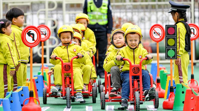 全国交通安全日编辑推荐:看萌娃如何学习交通安全知识