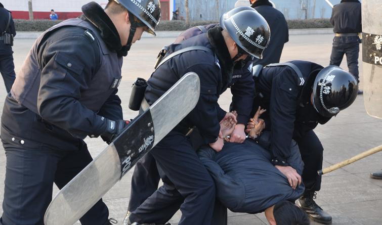 【高清】井陉矿区警方冬季练精兵 砺警提技能