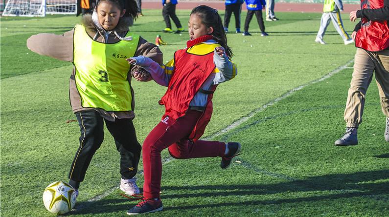河北大厂:校园里的班级足球联赛