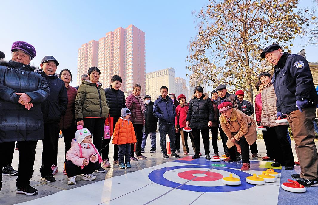 老有所乐,上冰雪因你更精彩 河北省首届冰雪运动会展示活动走进时光公园