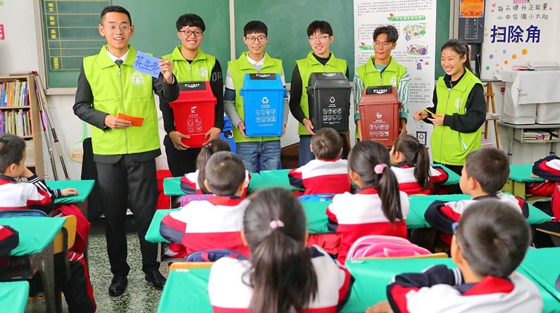 河北秦皇岛:学生学习垃圾分类 共享绿色生活
