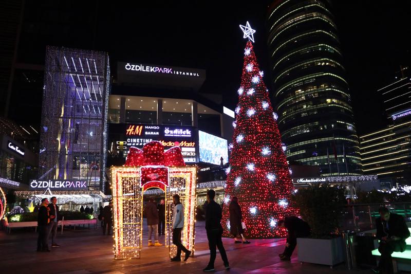 伊斯坦布尔商场布置圣诞装饰