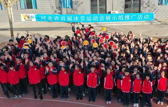 东尹村小学:冰雪体育课 欢乐东尹人