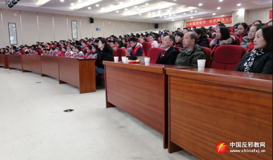 南京市栖霞区西岗街道宪法日走进中学讲反邪