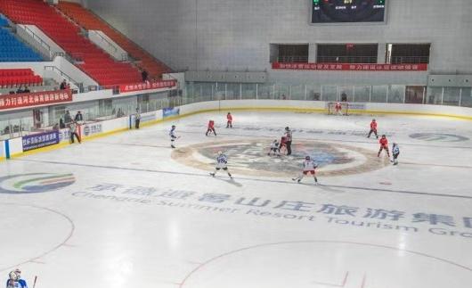 来承德市冰上运动中心 看冰雪小将精彩比赛