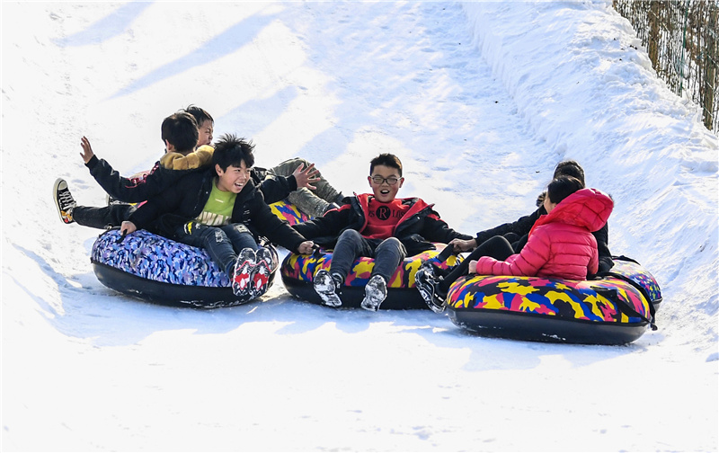 Yongqing: Ice and Snow Tourists in the Countryside