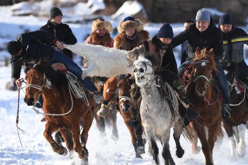 薩吾爾冬牧文化旅游節開幕