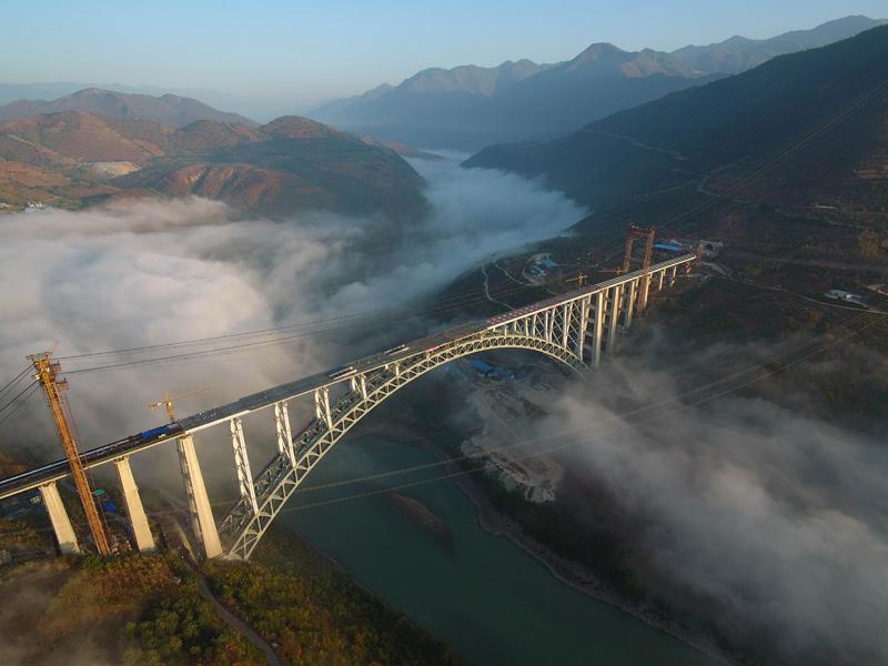 大瑞鐵路怒江特大橋主體建成