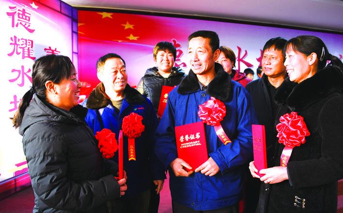 迁安市野鸡坨镇举行第一届道德模范表扬大会