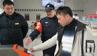 春运首日 辛集南站迈入电子客票时代