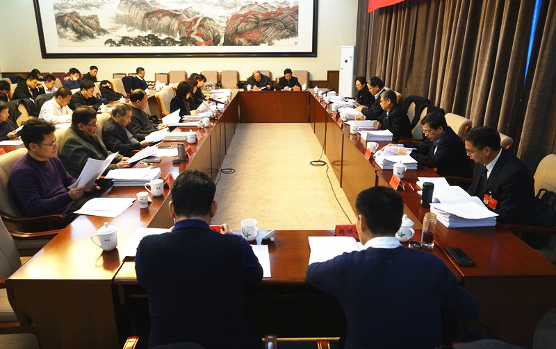 必威体育人大三次会议召开法制委员会会议