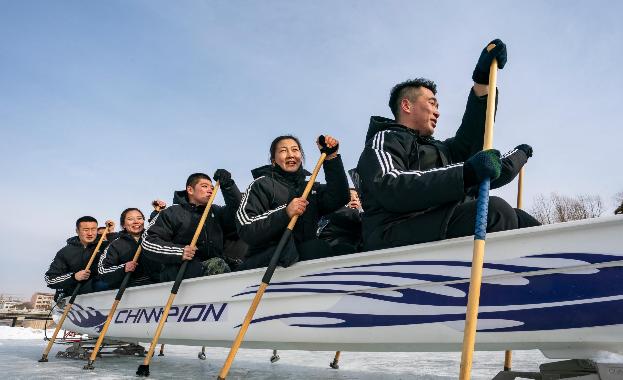 承德:游木兰围场 体验冰上龙舟