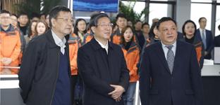王东峰到长城新媒体集团看望慰问新闻工作者