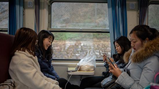 慢火车上年轻的希望