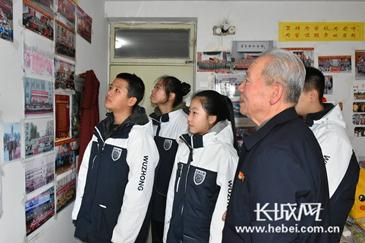 张家口第五中学师生代表看望道德模范赵柱国
