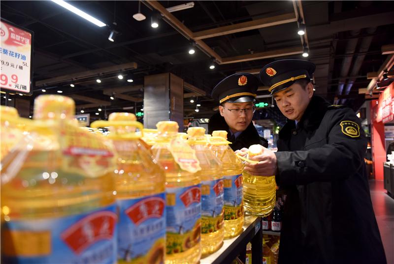 河北威县:严检细查 护航节日食品安全