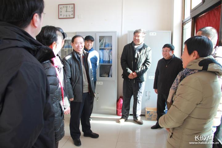 华北石油通信公司赴扶贫一线开展节前慰问