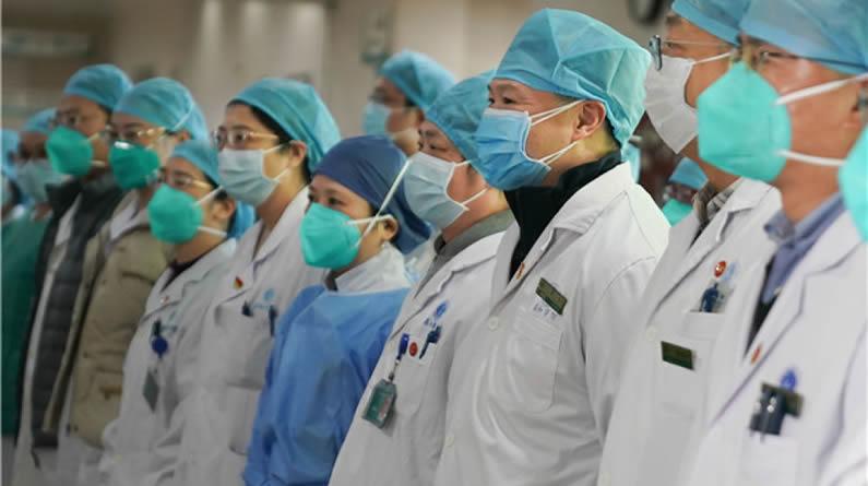 """""""我们会一直坚持下去""""——武汉抗疫一线医护人员的故事"""