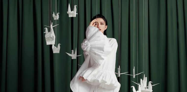 佟丽娅杂志大片 美飒有型彰显时尚态度