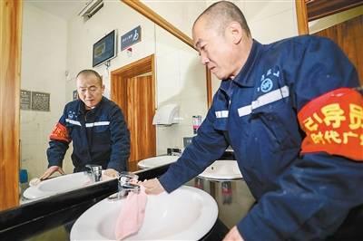 【廊坊故事汇】厕管员李金栋:八年付出,八年坚守,值!