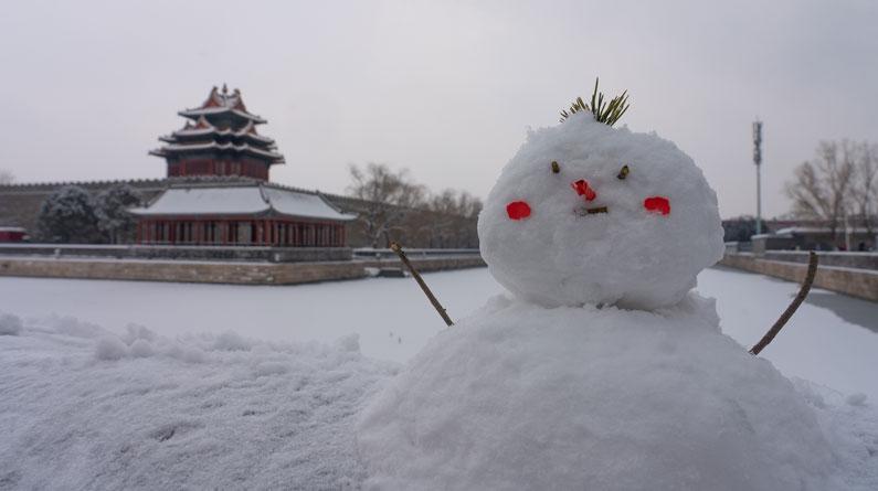 北京迎来降雪天气 故宫银装素裹景迷人