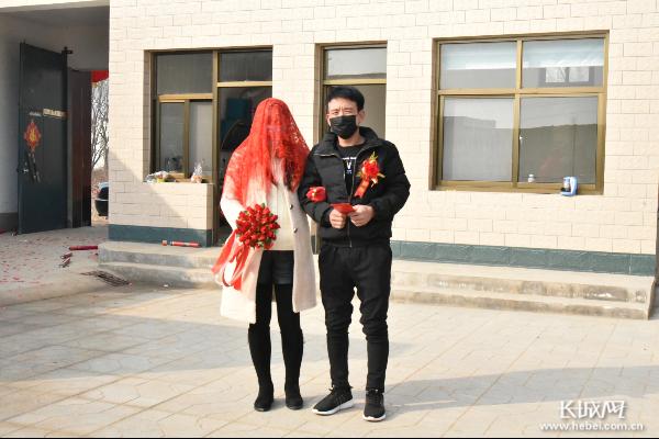 曲周:新娘自己出嫁 新郎一人迎親