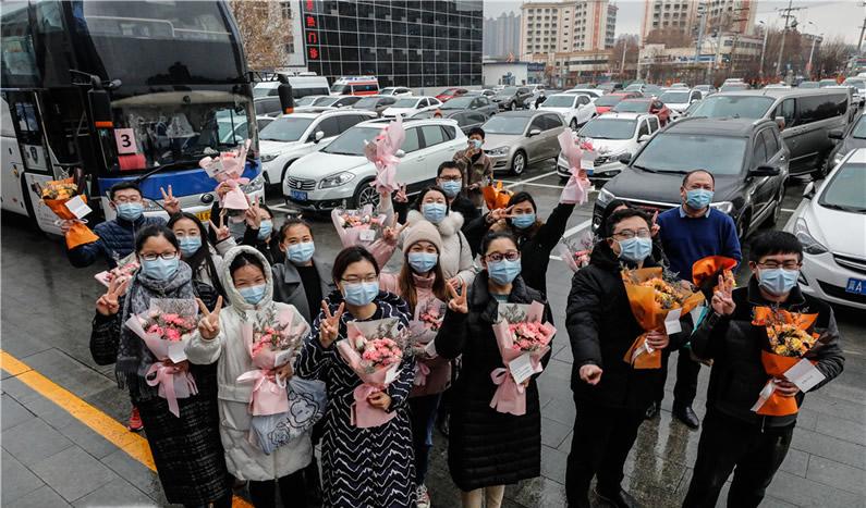 高清组图|你们太累了,歇歇吧!河北省胸科医院隔离病区50余医护人员完成交接