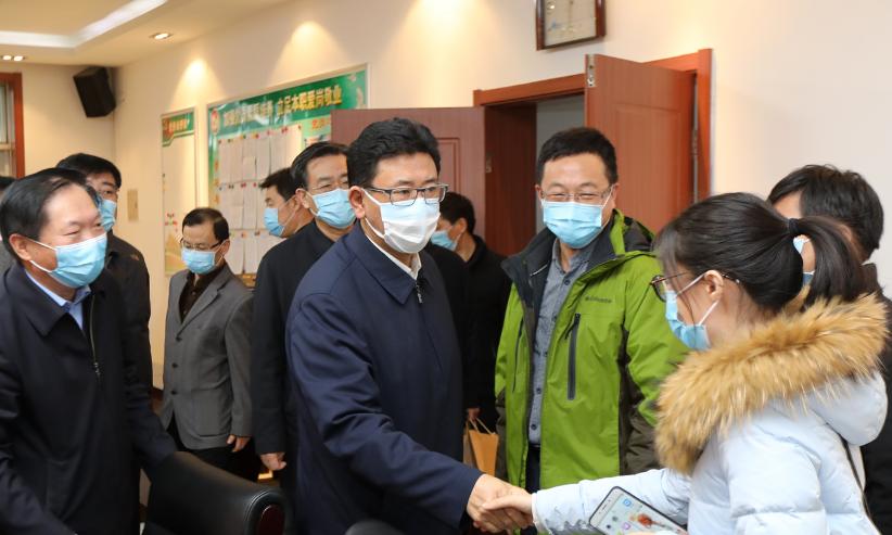 王景武看望慰问新冠肺炎医疗救治省市专家组成员
