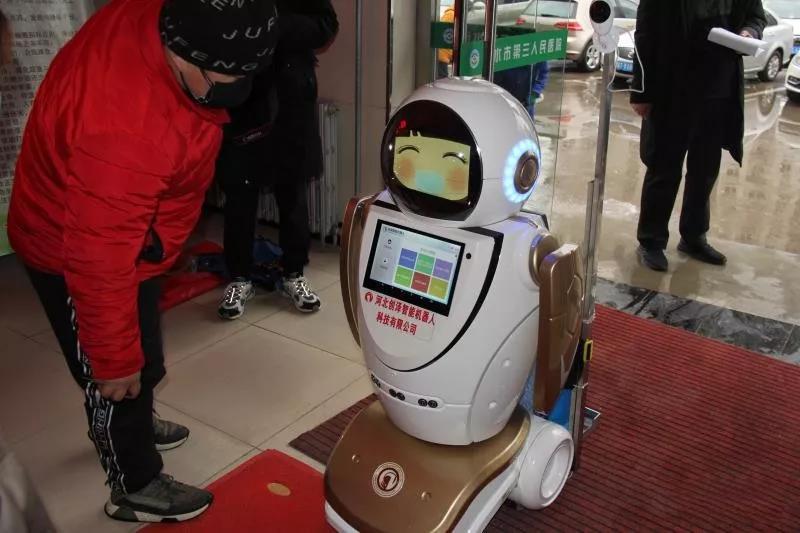 """【一线写真】硬核防控!衡水消毒机器人""""创创""""上岗 消杀保健康"""