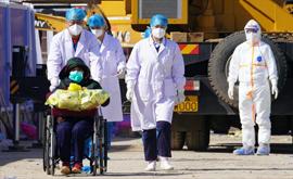 雷神山首批两名治愈患者出院