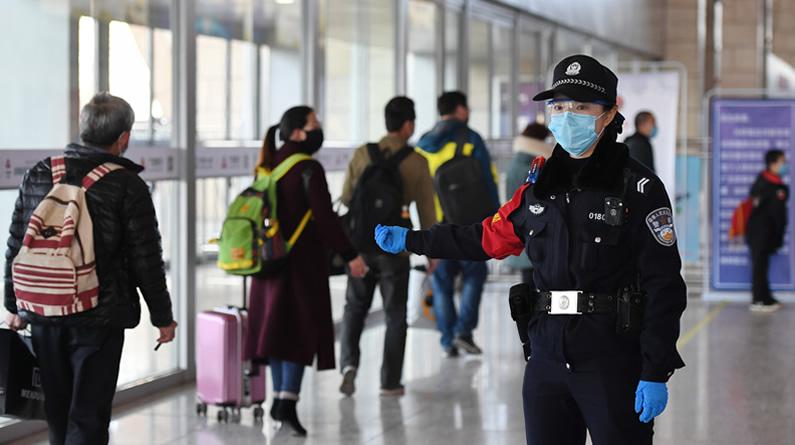 河北石家庄:铁路公安加强疫情防控应对客流回升
