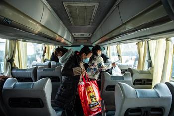 贵州:包车助务工人员返岗