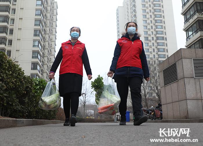 """【唐山战""""疫""""·一线写真】王雅楠:社区防疫一线的巾帼""""铁人"""""""