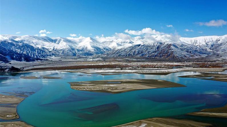 西藏雅江雪景美如画