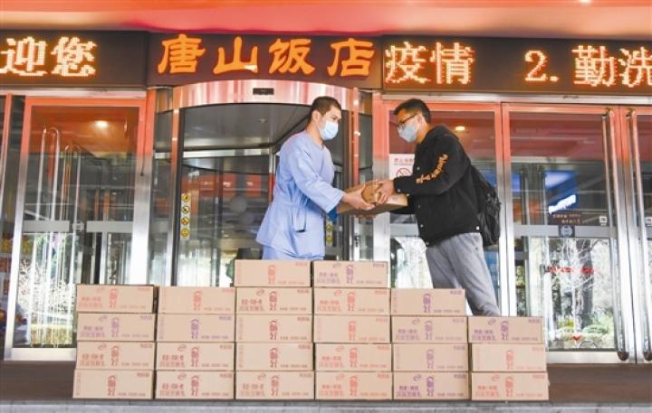 唐山爱心企业:英雄们的酸奶免费供应
