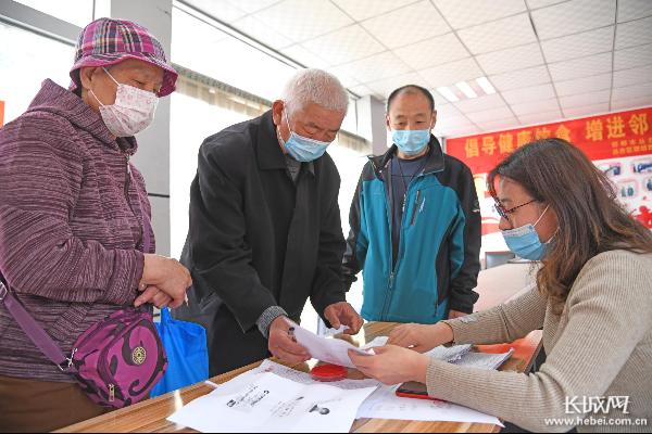 邯郸联纺西街道329户家庭领到住房补贴
