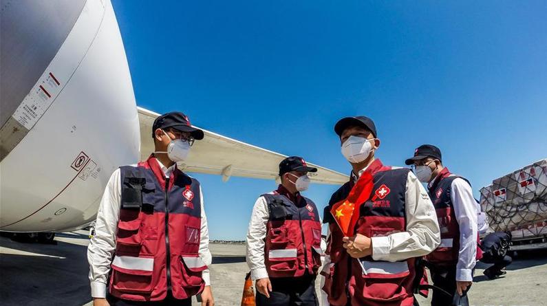 中国抗疫医疗专家组抵达菲律宾